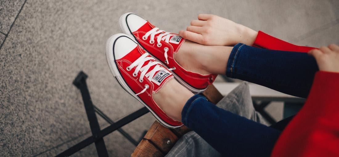 12 metodi infallibili per allacciare le Converse | Blog escarpe.it