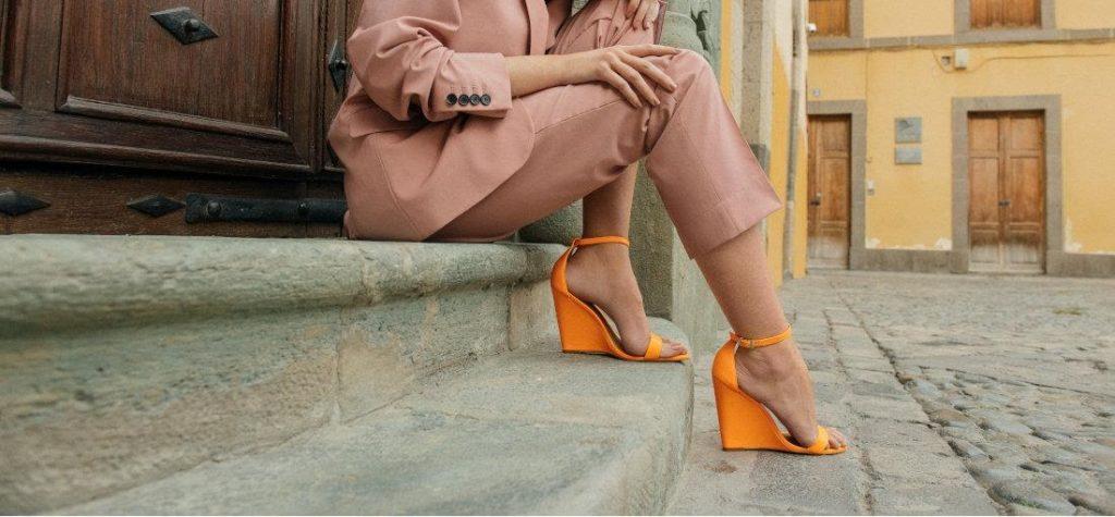 scarpe arancioni